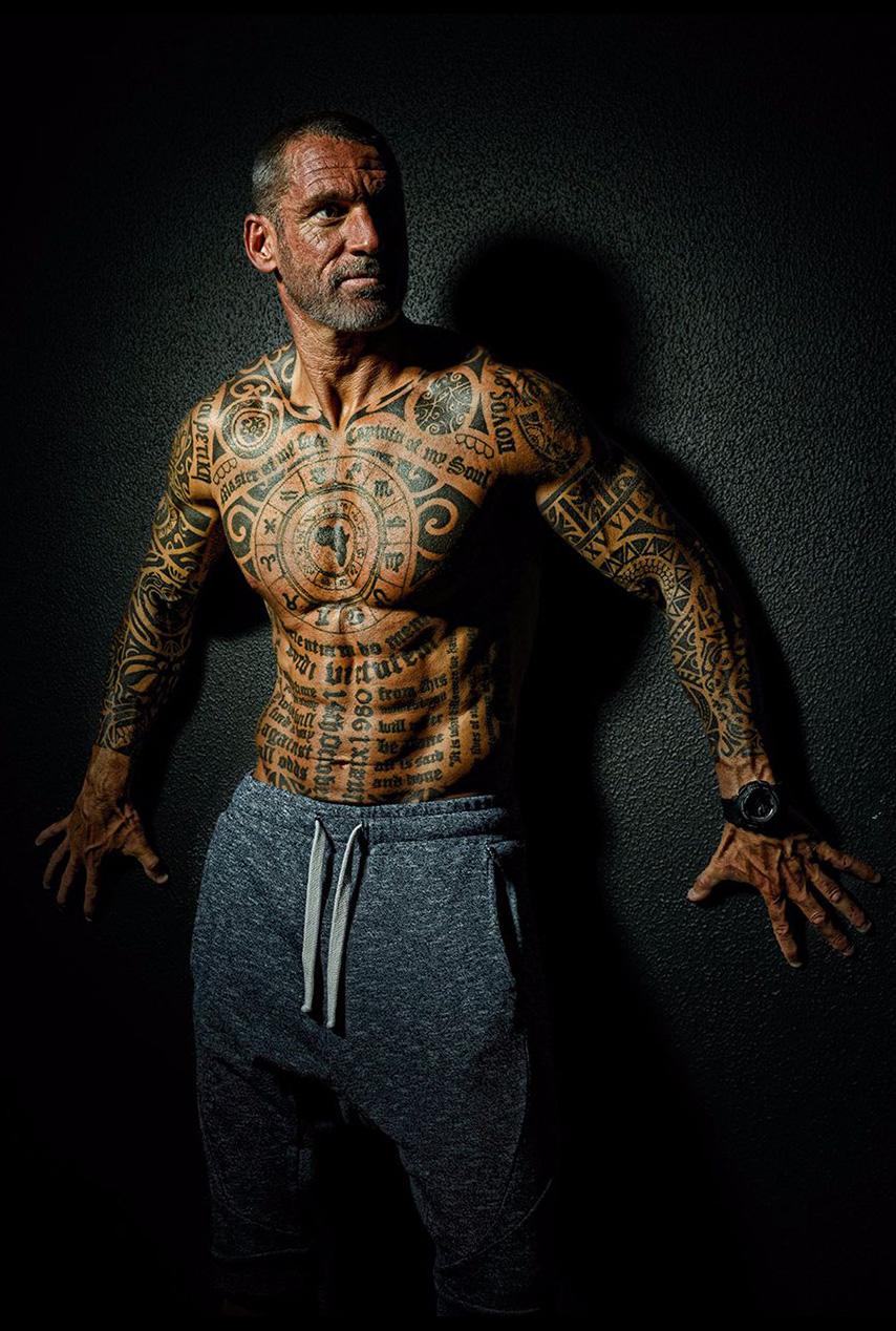jon-against-wall-portrait-fitness-photography-branon-barnard-professional-photographer.jpg